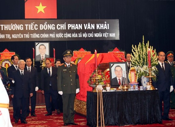 The memorial service for former Politburo member and former Prime Minister Phan Van Khai takes place at the Reunification Hall this morning