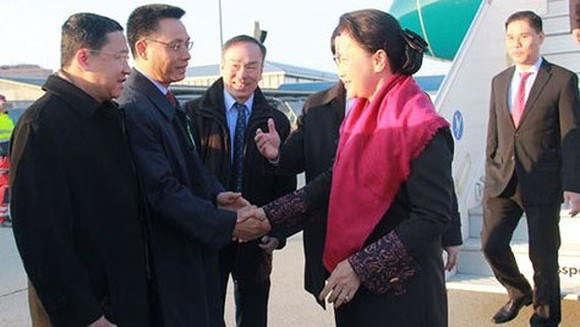 Chairwoman of National Assembly of Vietnam Nguyen Thi Kim Ngan led the high- ranking NA delegation arrive in Geneva International Airport, Switzerland (Photo: VOV)