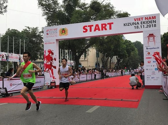 The Kizuna Ekiden Relay Run for Traffic Safety 2018 takes place right in the heart of Hanoi on November 18. (Photo: baodautu.vn)