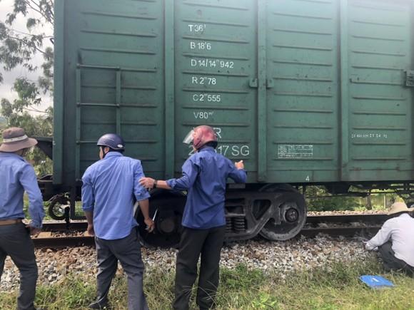 Đường sắt Bắc - Nam thông tuyến, sau nhiều giờ tắc nghẽn do tàu hàng trật bánh ảnh 1