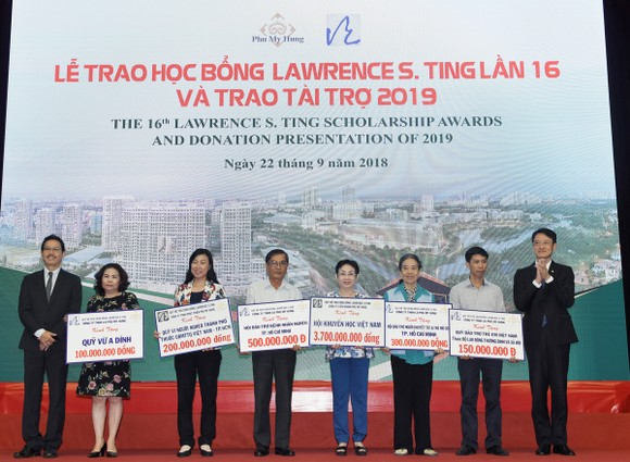 Công ty TNHH Phát triển Phú Mỹ Hưng trao học bổng Lawrence S. Ting và trao tài trợ năm 2019   ảnh 2