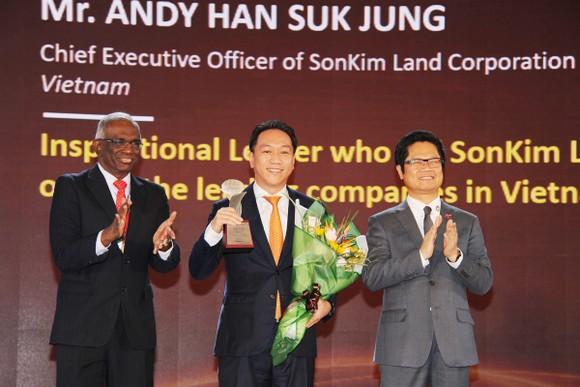 Ông Andy Han Suk Jung - Tổng Giám đốc SonKim Land được vinh danh tại The Asia HRD Awards 2018.