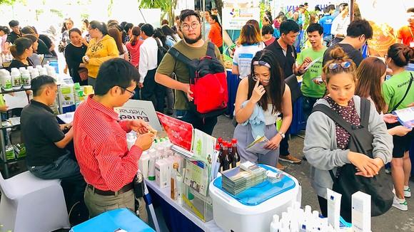 Các startup Hàn Quốc tìm hiểu sản phẩm Việt tại Chợ phiên khởi nghiệp - đổi mới sáng tạo vừa được tổ chức tại TPHCM