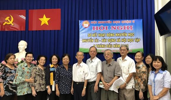 郡勵學會幹部與各華人會館代表合影。
