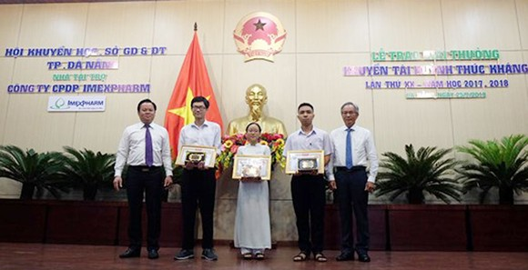 47 học sinh Đà Nẵng nhận Giải thưởng khuyến tài Huỳnh Thúc Kháng ảnh 1