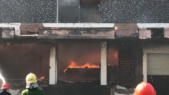 Cháy dữ dội ở quán bar giữa trung tâm TP Đà Nẵng  ảnh 5