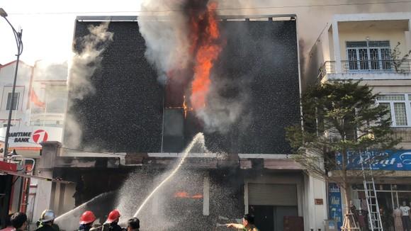 Cháy dữ dội ở quán bar giữa trung tâm TP Đà Nẵng  ảnh 6