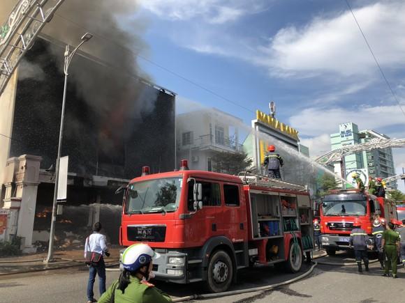 Cháy dữ dội ở quán bar giữa trung tâm TP Đà Nẵng  ảnh 8