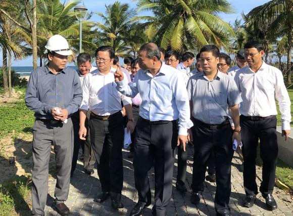 Bí thư Thành ủy Đà Nẵng kiểm tra đột xuất công trình mở lối xuống biển ảnh 3