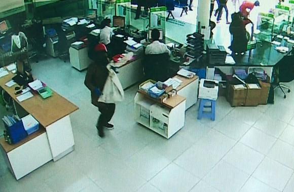 Bắt được 2 đối tượng cướp ngân hàng tại Khánh Hòa ảnh 1