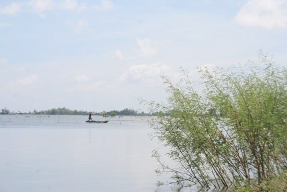 People in the Mekong Delta expect flooding season to earn their livelihood (Photo: SGGP)