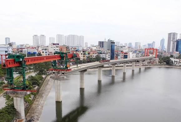 Construction site of the Cat Linh - Ha Dong Urban Railway project at Hoang Cau Lake in Dong Da District, Ha Noi (Photo: VNA/VNS)