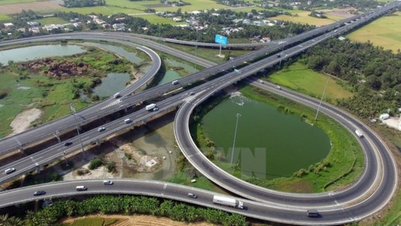 Some stretches of North-South Expressway have been built and put into operation (Photo: VNA)
