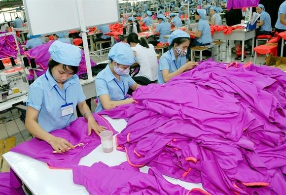 Garment production at the Hoa Tho Textile and Garment JSC's factory in South Dong Ha Industrial Park, Quang Tri Province. (Photo: VNA/VNS)