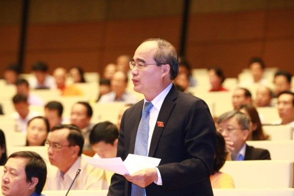 HCMC Party Chief Nguyen Thien Nhan states at the NA session on November 1 (Photo: SGGP)