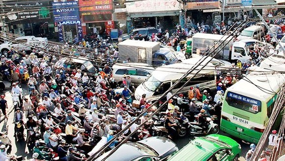 A traffic jam in Au Co-Truong Chinh intersection (Photo: SGGP)