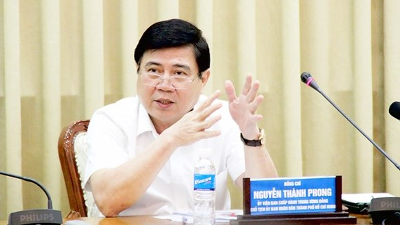 HCMC Chairman Nguyen Thanh Phong states at the conference reviewing socioeconomic conditions in the first 11 months this year on November 30 (Photo: SGGP)