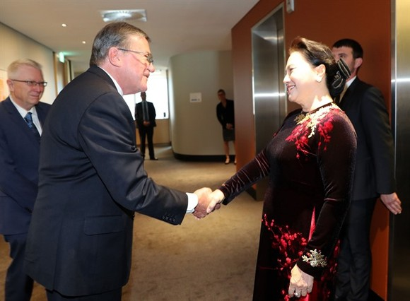 National Assembly Nguyen Thi Kim Ngan met Chief Justice of Western Australia, Wayne Martin, during a meeting on Friday, December 1. (Photo: VNA/VNS)