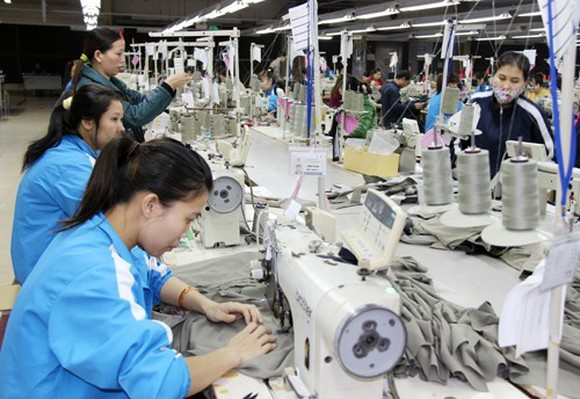 The finance ministry has announced 10 draft decrees that will guide implementation of as many free trade agreements (FTAs), drawing a roadmap to zero per cent import tariffs for many goods. (Photo: baotintuc.vn)