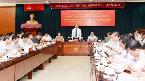 HCMC Party Chief Nguyen THien Nhan meets leaders of press agencies on January 9 (Photo: SGGP)