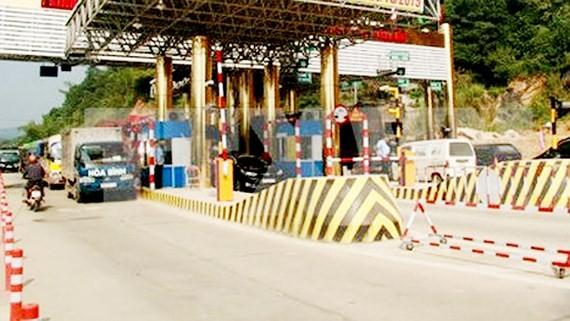 The toll gate in Xuan Mai-Hoa Binh stretch, Highway 6 (Photo: VNA)