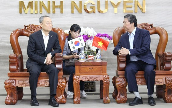 Minh Nguyen Company's leader receives Korean Minister of Industry, Trade and Energy Paik Ungyu