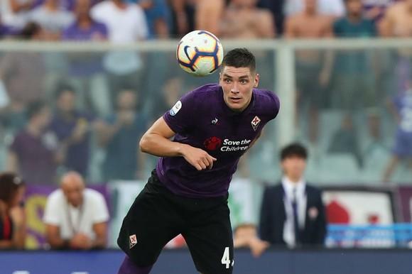 Nikola Milenkovic lọt vào tầm ngắm của Mourinho khi chơi xuất sắc trong màu áo Fiorentina. Ảnh: Getty Images