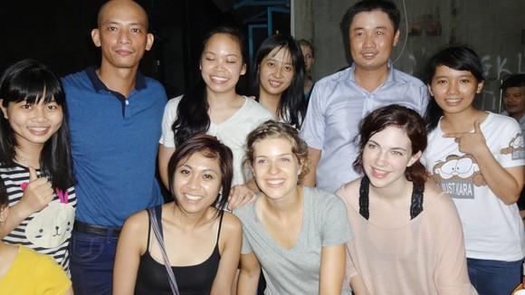 Ngày càng có nhiều sinh viên quốc tế đến thực tập, tìm hiểu văn hóa Việt Nam. Ảnh: ĐÀO THỤY