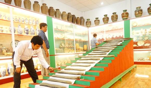"""Bộ đàn đá hơn 3.500 tuổi được xem là """"độc nhất vô nhị"""" ở Việt Nam mà ông Ẩn sưu tầm được"""