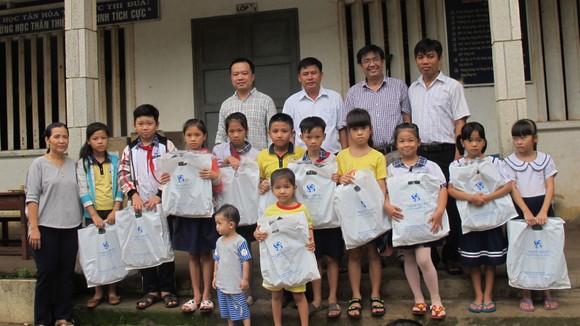 Khám bệnh, phát thuốc miễn phí cho gần 700 người nghèo tại Long An ảnh 3