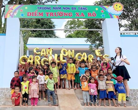 Bàn giao 2 trường học mới phục vụ học sinh nông thôn và miền núi ảnh 1