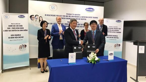 Vinamilk và Bệnh viện Chợ Rẫy ký kết hợp tác chiến lược nâng cao chất lượng khám chữa bệnh cho người dân  ảnh 1