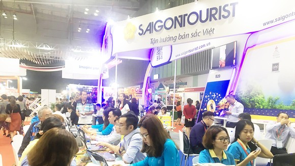 Khách hàng tham quan, tìm hiểu các tour du lịch  tại ITE HCMC 2018 ngày 7-9