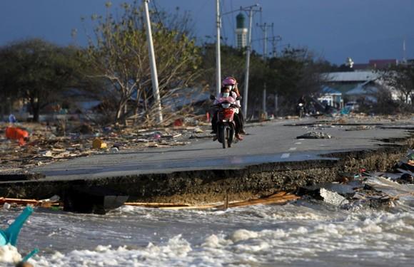 Nỗ lực ngày cuối cùng tìm kiếm nạn nhân vụ động đất, sóng thần tại Indonesia ảnh 5