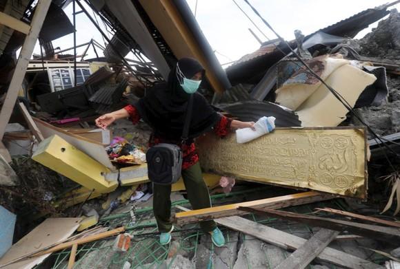 Nỗ lực ngày cuối cùng tìm kiếm nạn nhân vụ động đất, sóng thần tại Indonesia ảnh 6