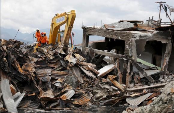 Nỗ lực ngày cuối cùng tìm kiếm nạn nhân vụ động đất, sóng thần tại Indonesia ảnh 8
