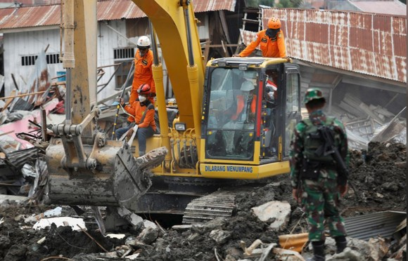 Nỗ lực ngày cuối cùng tìm kiếm nạn nhân vụ động đất, sóng thần tại Indonesia ảnh 9