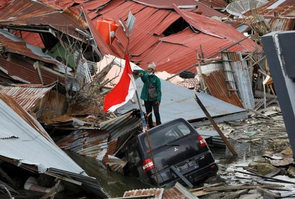 Nỗ lực ngày cuối cùng tìm kiếm nạn nhân vụ động đất, sóng thần tại Indonesia ảnh 11