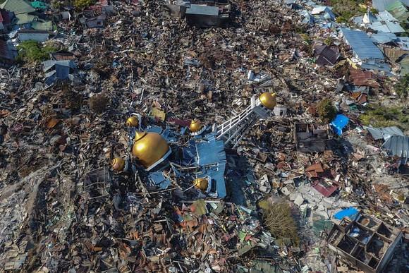 Nỗ lực ngày cuối cùng tìm kiếm nạn nhân vụ động đất, sóng thần tại Indonesia ảnh 4