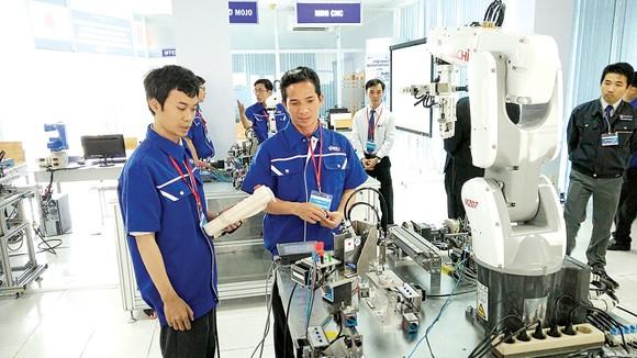 Những cánh tay robot giải phóng sức lao động con người