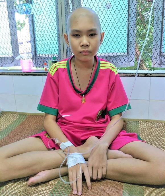 Nhà nghèo, con bệnh ung thư máu ảnh 1