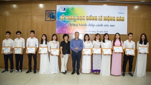 Quỹ hỗ trợ giáo dục Lê Mộng Đào trao tặng hơn 1,5 tỷ đồng học bổng ảnh 1