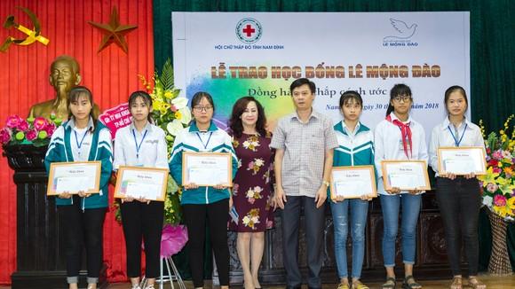 Quỹ hỗ trợ giáo dục Lê Mộng Đào trao tặng hơn 1,5 tỷ đồng học bổng ảnh 2