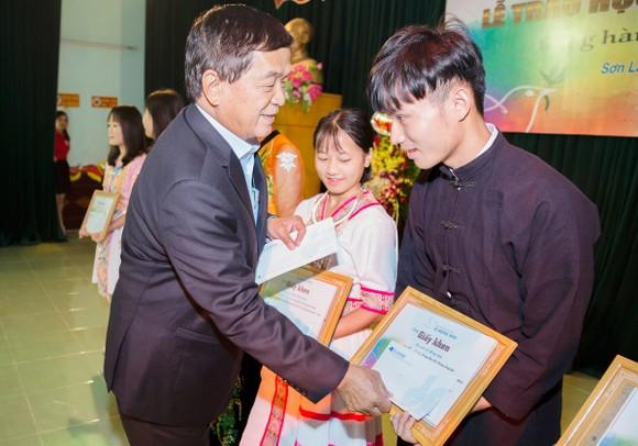 Quỹ hỗ trợ giáo dục Lê Mộng Đào trao tặng hơn 1,5 tỷ đồng học bổng ảnh 7
