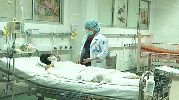 Nạn nhân của một vụ tự phóng hỏa đang được điều trị tại bệnh viện