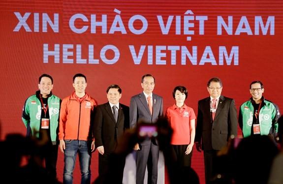 Tổng thống Indonesia Joko Widodo (đứng giữa) và các đại biểu tại lễ ra mắt. Ảnh: Quân đội Nhân dân