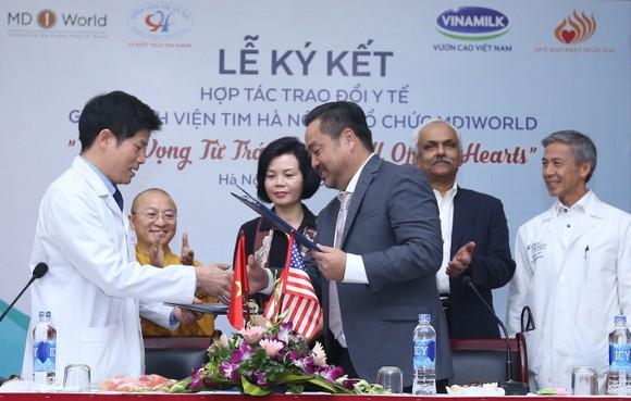 Lãnh đạo Bệnh viện Tim Hà Nội ký kết hợp tác với tổ chức MD1World.