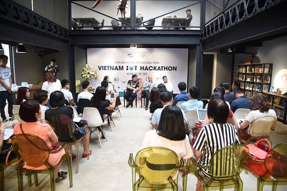 150 teams join in Vietnam IoT Hackathon 2017