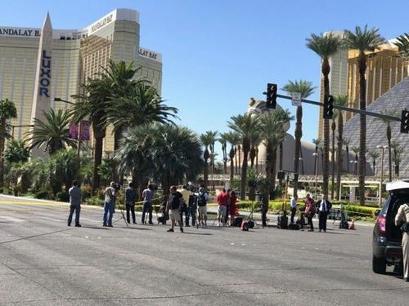 This photo shows reporters near the site of the deadliest shooting rampage in modern American history outside the Mandalay Bay Resort and Casino in Las Vegas, Nevada, on Oct. 3, 2017. (Yonhap)
