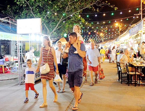Phu Quoc Island District attracts more and more international visitors -Photo: SGGP